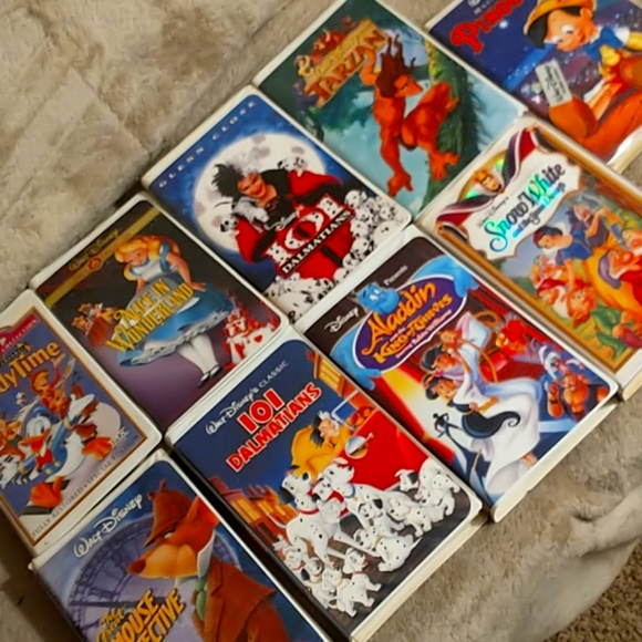 9 Disney Classics VHS tapes in near perfect cond.